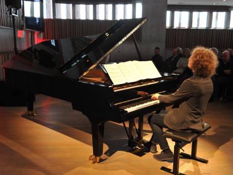 Inauguratieconcert rechtsnarige piano
