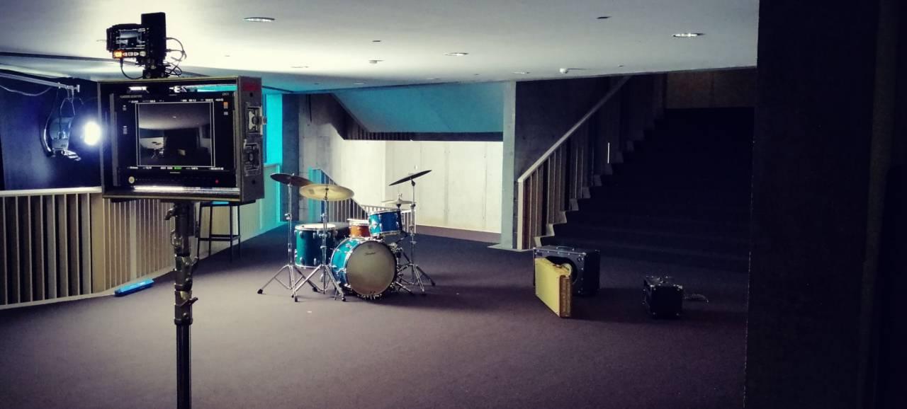Concertgebouw decor voor nieuwe videoclip Milo Meskens