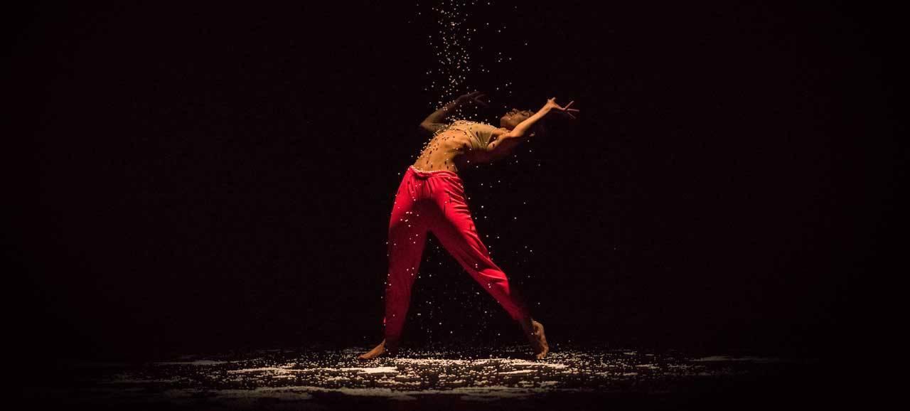 December Dance 18 eindigt met 'Time' in tijdloze schoonheid